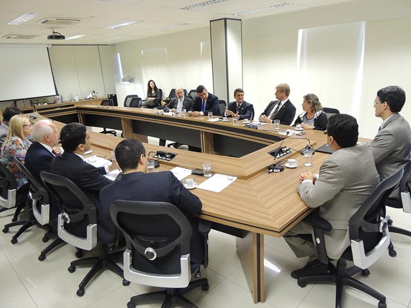 Entidades representativas do Fisco debatem a PEC 186 com a Receita Federal